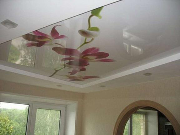 красивые дизайнерские натяжные потолки