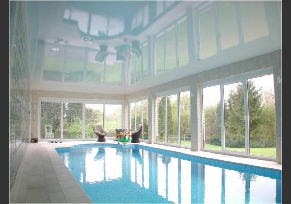 Натяжные потолки в бассейнах